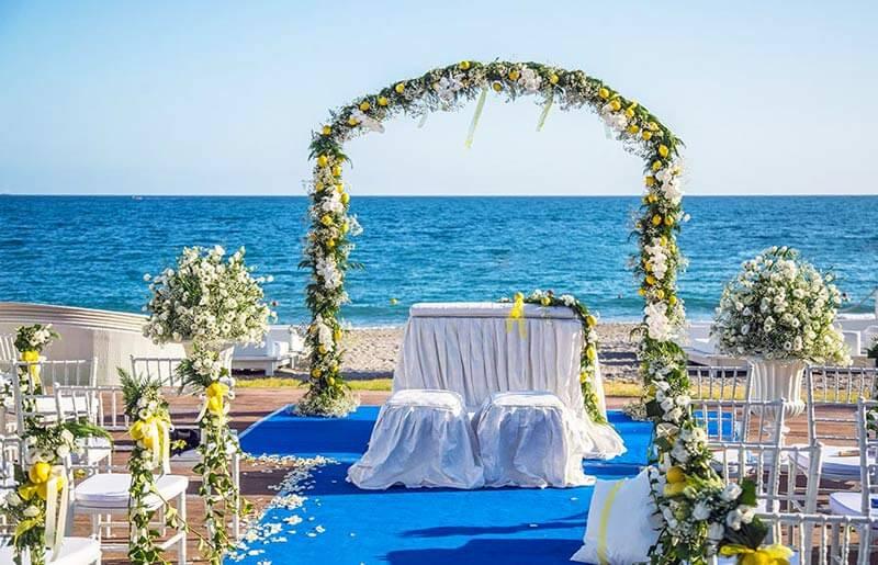 matrimonio spiaggia-altare