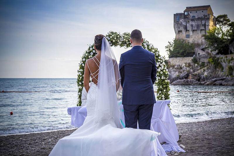 matrimonio spiaggia-sposi